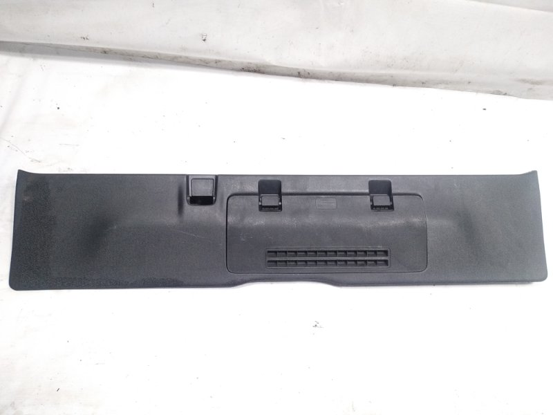 Пластик замка багажника Honda Step Wagon RK5 R20A 2010 задний