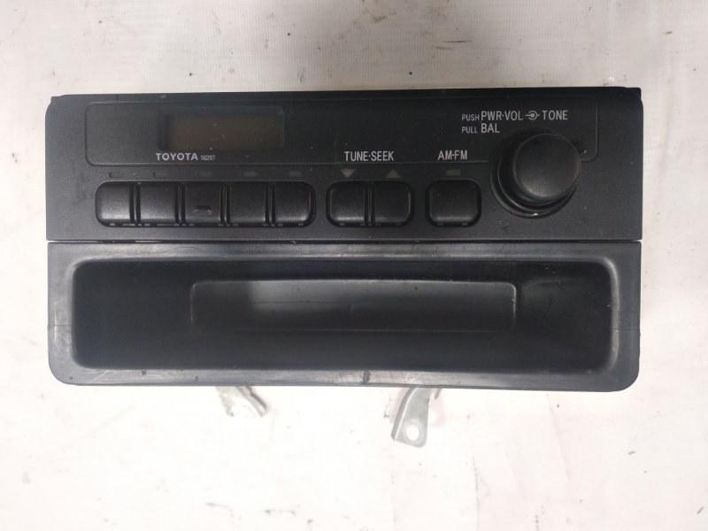 Крепление магнитофона Toyota Platz NCP12 1SZFE 2003
