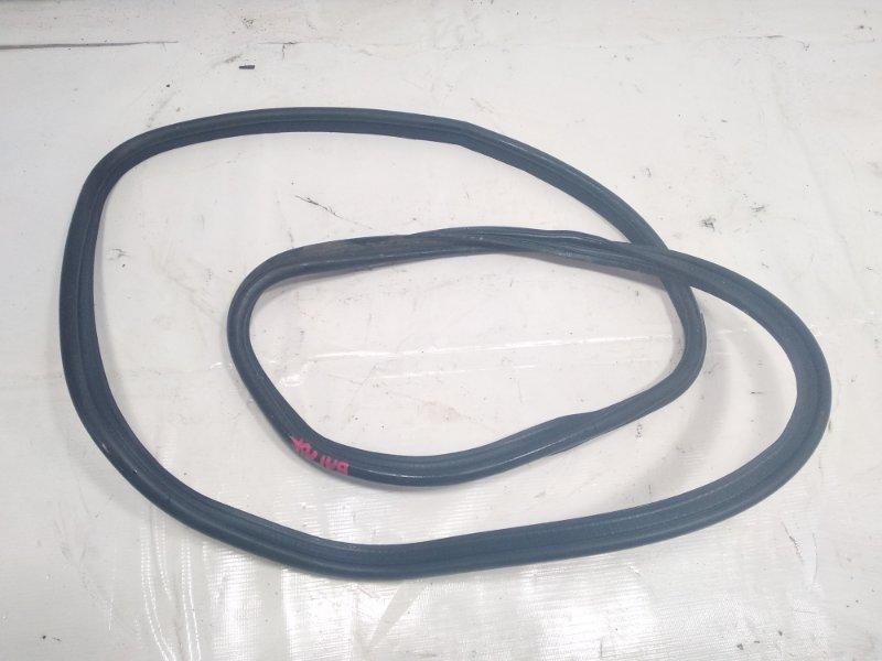 Уплотнительная резинка багажника Toyota Platz NCP12 1SZFE 2003 задняя
