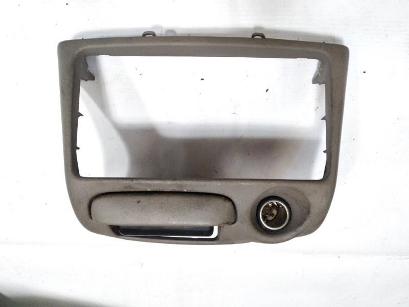 Консоль магнитофона Toyota Platz NCP12 1SZFE 2003 передний