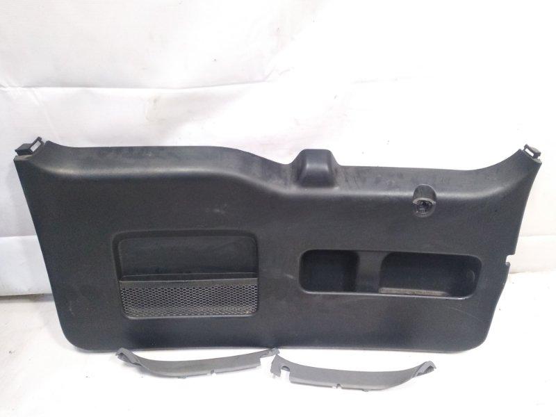 Обшивка двери багажника Honda Crv RD4 K24A 2006 задняя