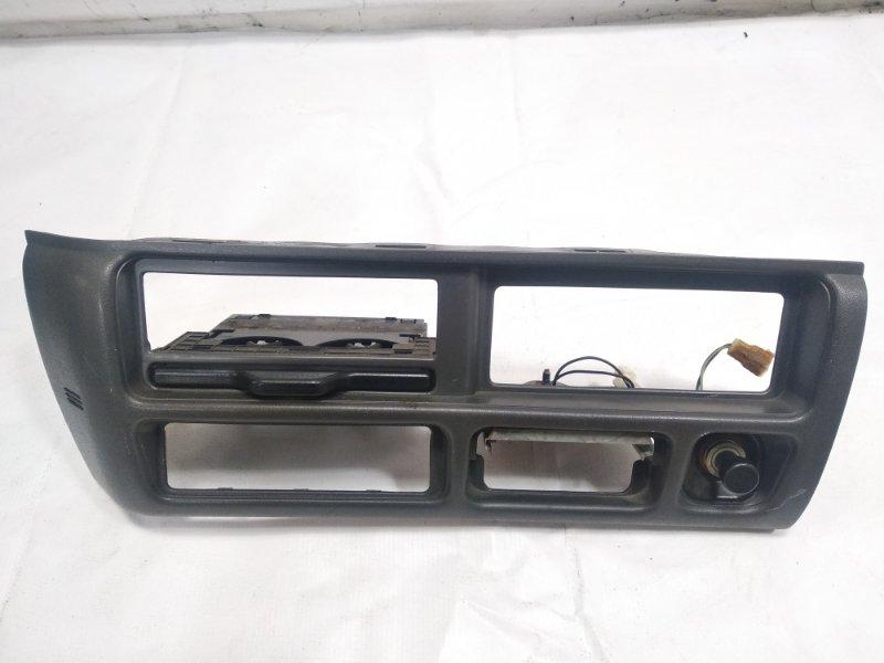 Консоль магнитофона Isuzu Elf NHR69E 4HF1 1997