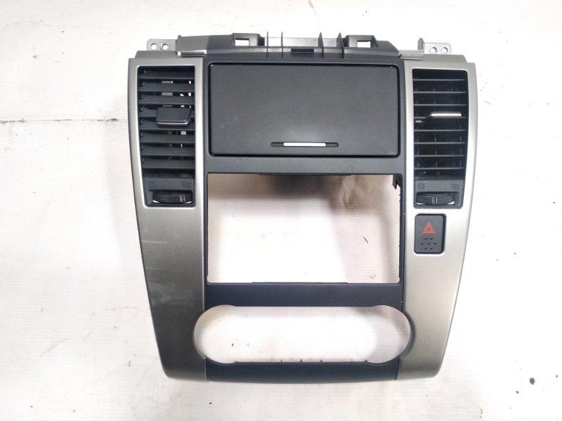Консоль магнитофона Nissan Tiida JC11 MR18DE 2008 передний