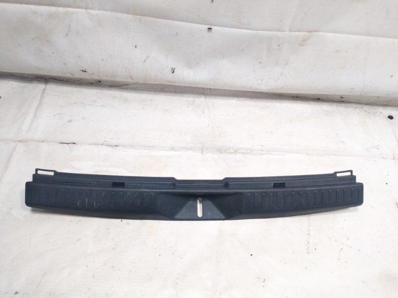 Пластик замка багажника Toyota Corolla Fielder NZE141 2ZRFAE 2010 задний
