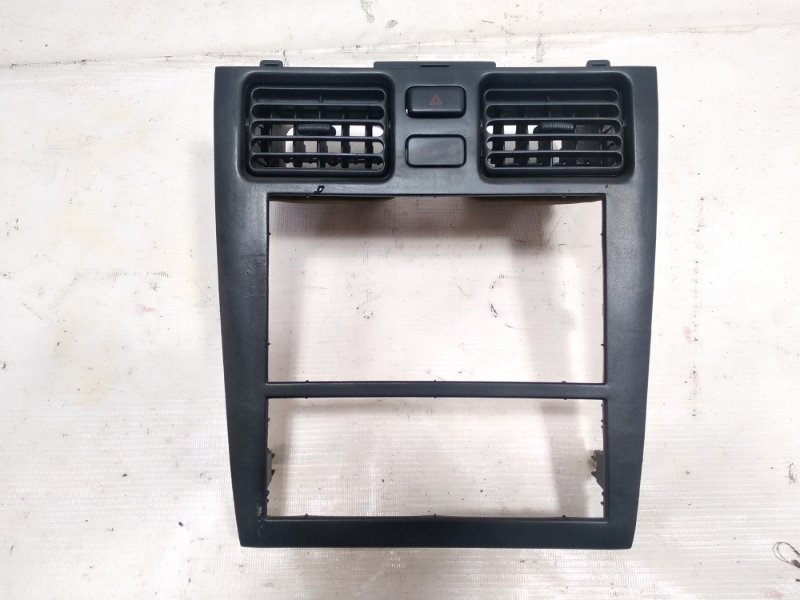 Консоль магнитофона Toyota Caldina CT216 3CTE 2001 передний