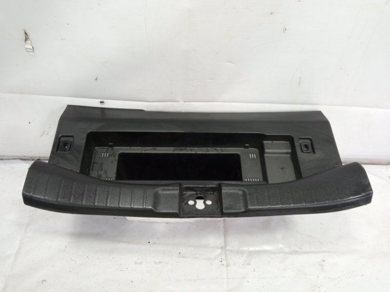 Пластик замка багажника Honda Fit GP5 LEB 2015 задний