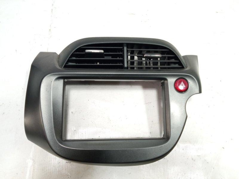 Консоль магнитофона Honda Fit GP1 LEA 2010 передний