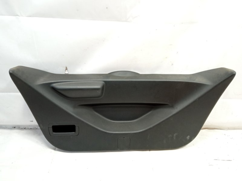 Обшивка двери багажника Honda Fit GP1 L15A 2010 задняя
