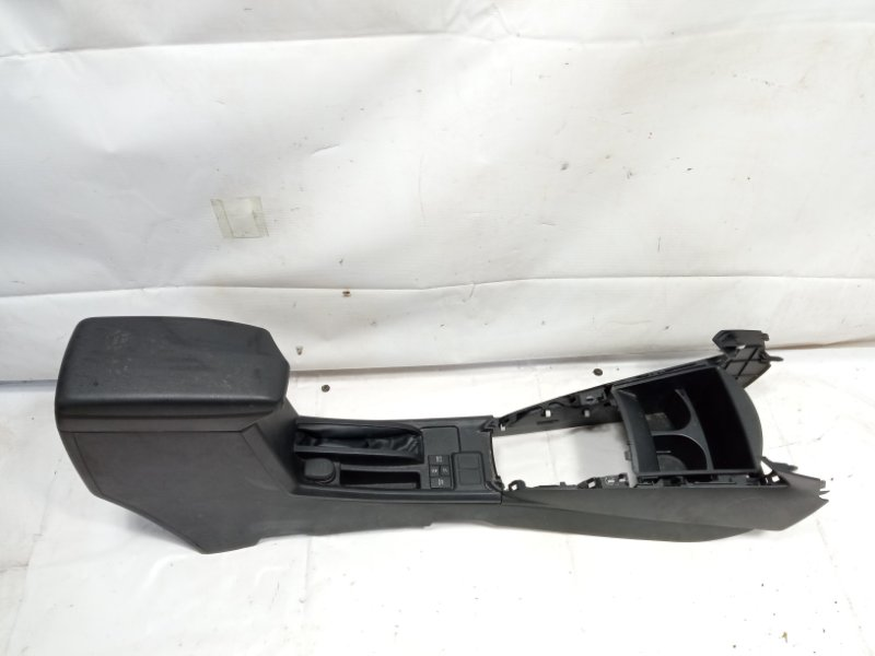 Бардачок между сиденьями Toyota Corolla Fielder NRE161 1NZFXE 2013
