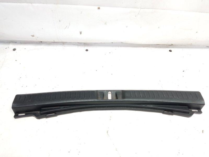 Пластик замка багажника Toyota Corolla Fielder NRE161 1NZFXE 2013 задний