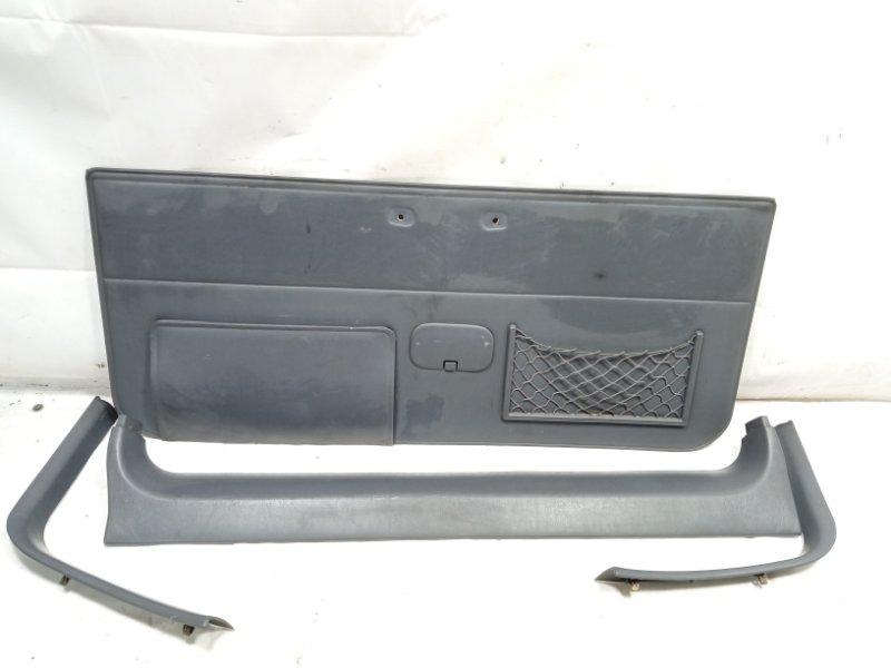 Обшивка двери багажника Toyota Land Cruiser Prado VZJ95 1KDFTV 2001 задняя