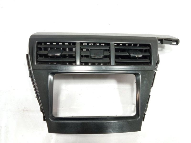 Консоль магнитофона Toyota Prius Alpha ZVW41 2ZRFXE 2011