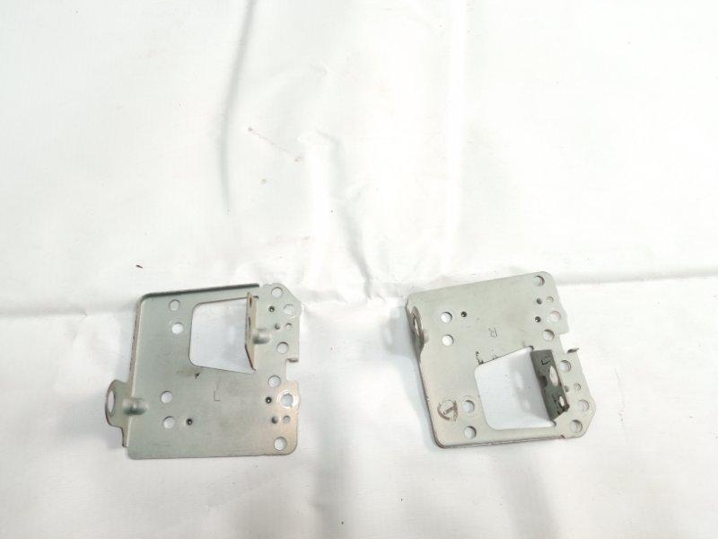Крепление магнитофона Toyota Rav4 ACA20 1AZFSE 2005 переднее