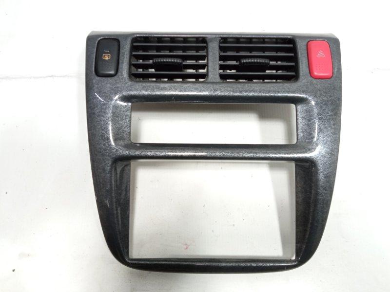 Консоль магнитофона Honda Hrv GH1 D16A 2003 передний