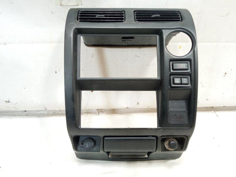 Консоль магнитофона Toyota Land Cruiser Prado KDJ90 1KDFTV 2000
