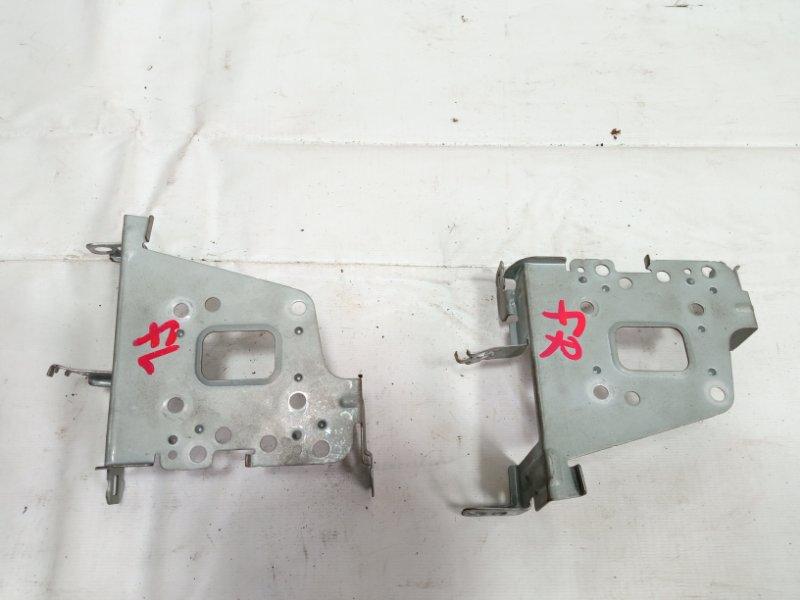 Крепление магнитофона Toyota Corolla Fielder NZE121 3CE 2002 переднее