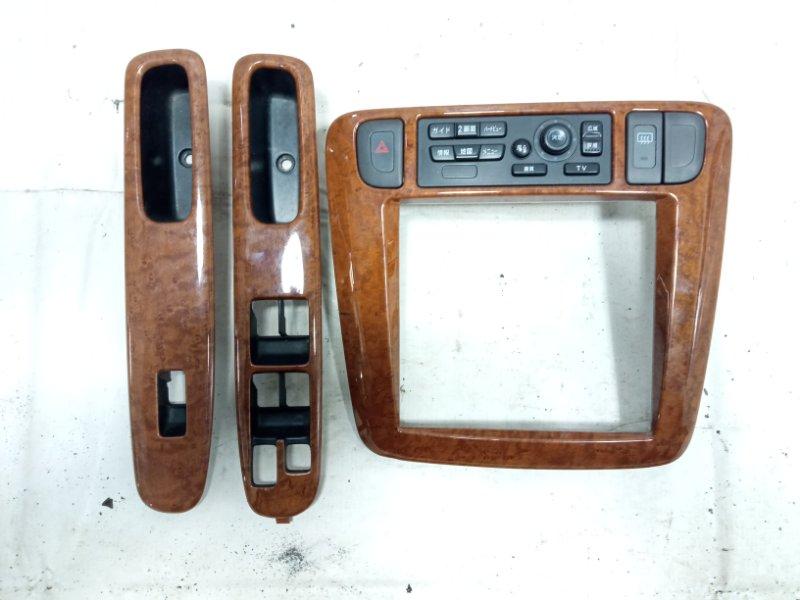 Консоль магнитофона Nissan Liberty RM12 QR20DE 2002 передний