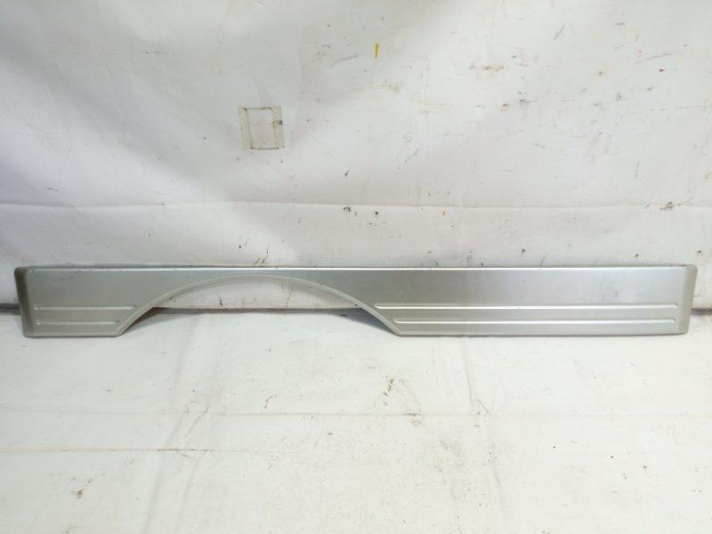Накладка 5-й двери Toyota Land Cruiser Prado KDJ90 1KDFTV 2000 задняя