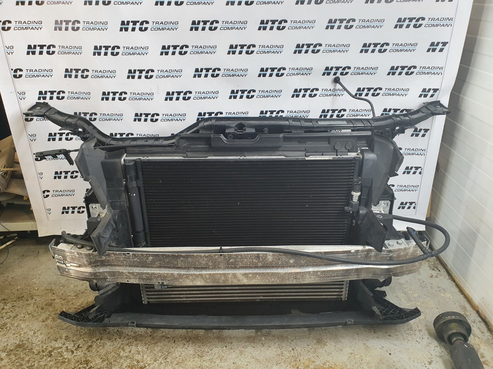 Рамка радиатора Audi Q5 8R