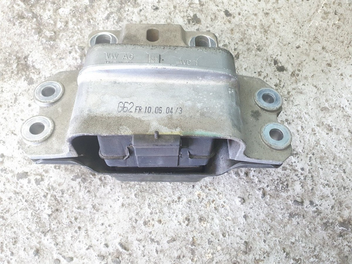Опора двигателя Volkswagen Golf MK5 левая