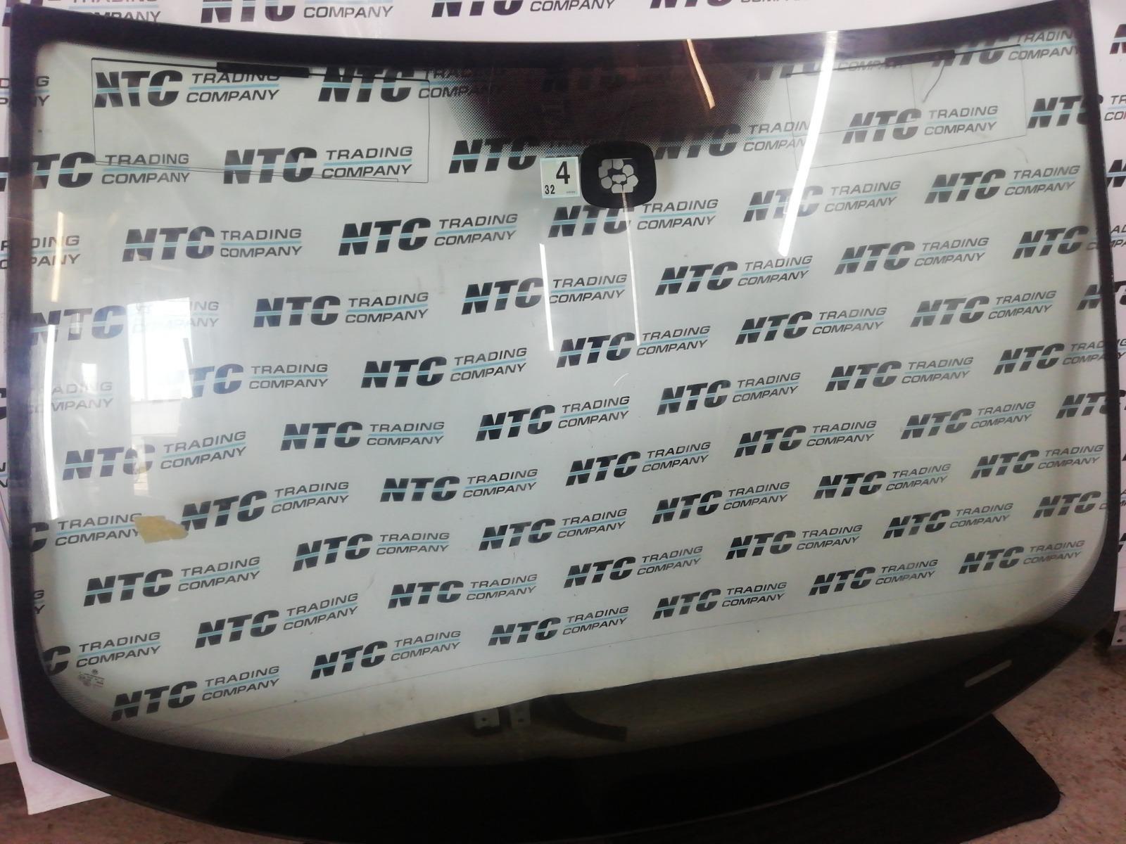 Лобовое стекло с зелен. солнцезащ. полосой Volkswagen Golf MK5 BLX 2005 переднее