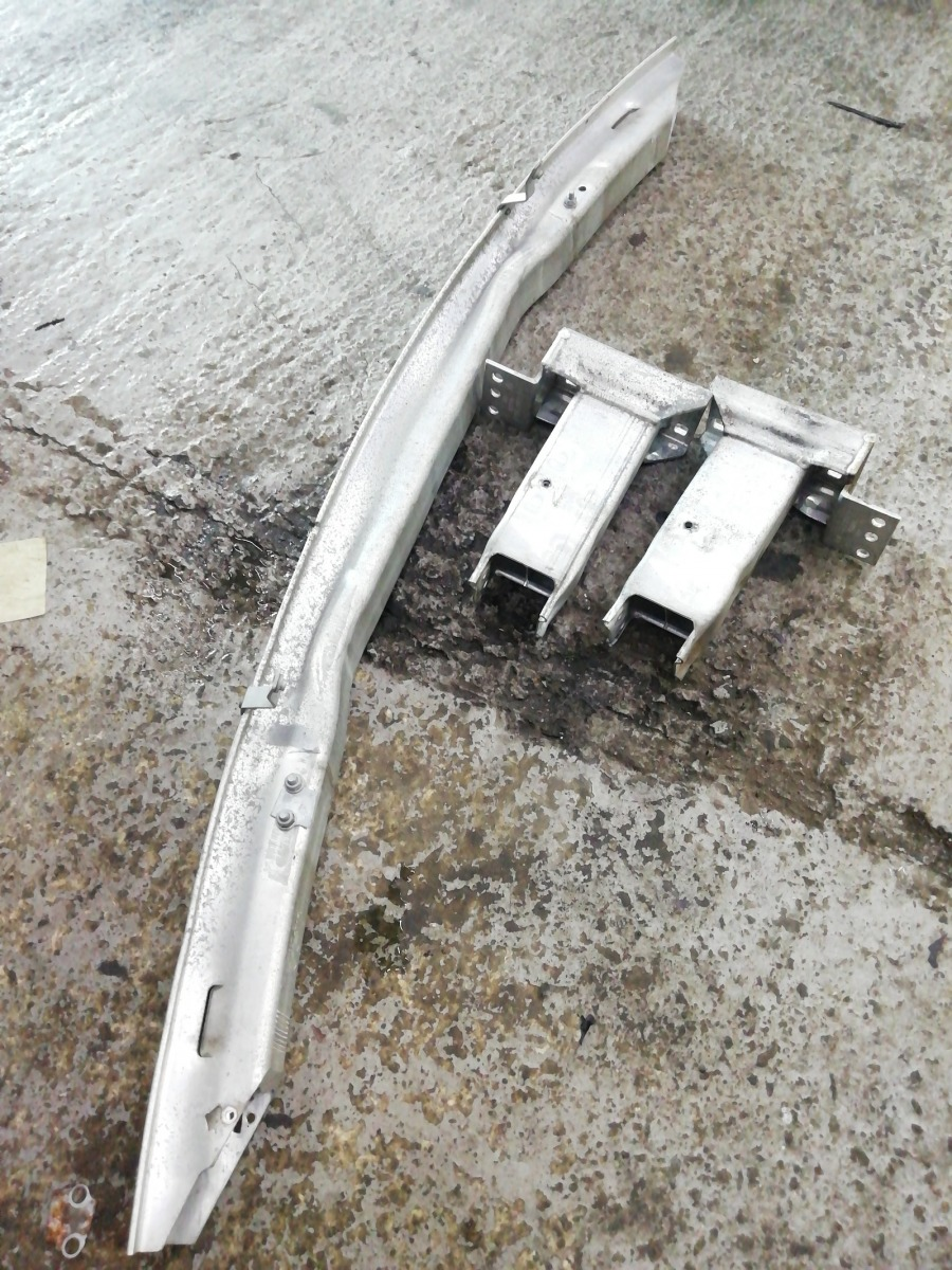Усилитель бампера Bmw X3 E83 передний