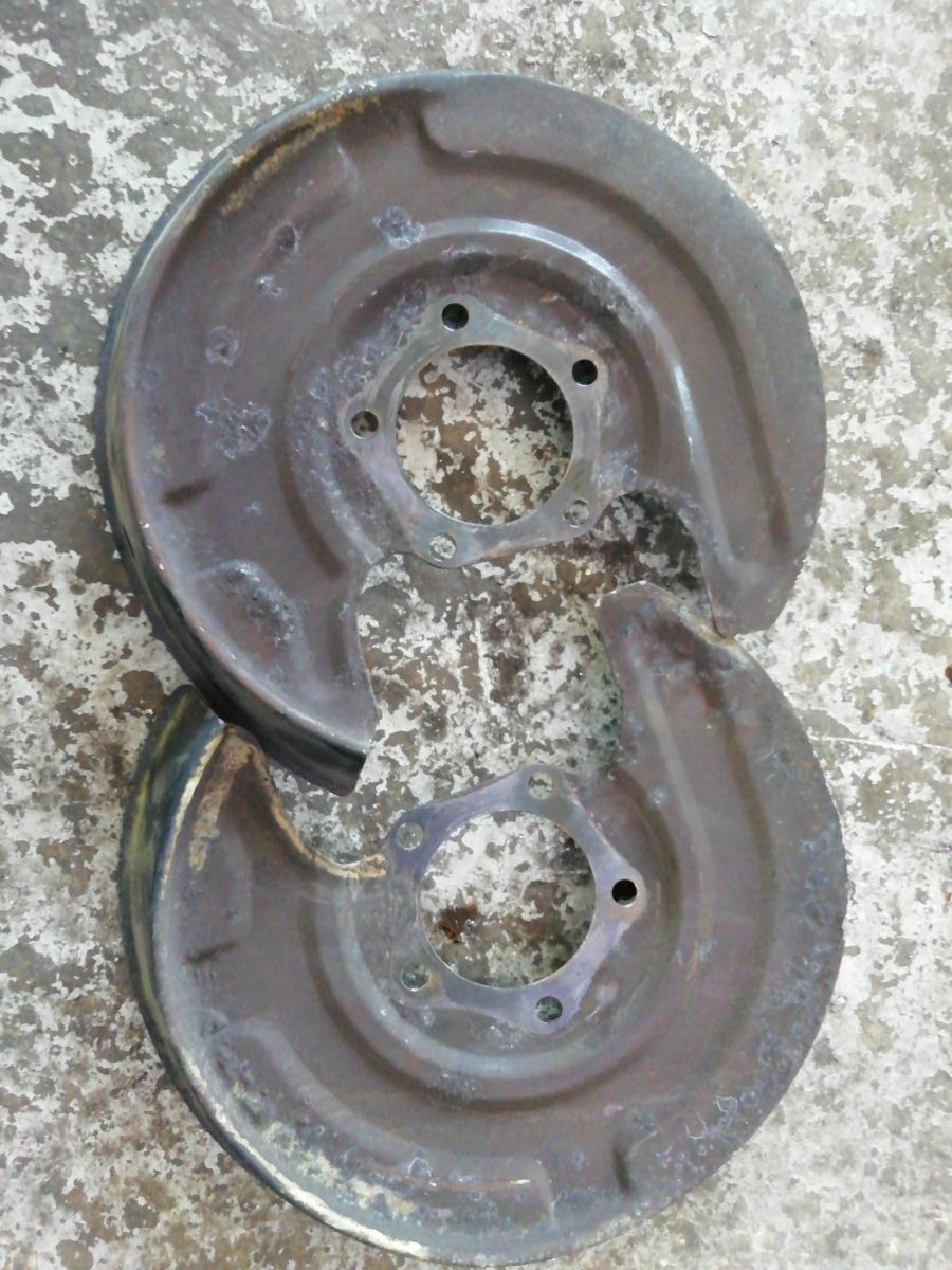 Пыльник тормозного диска Volkswagen Passat B5