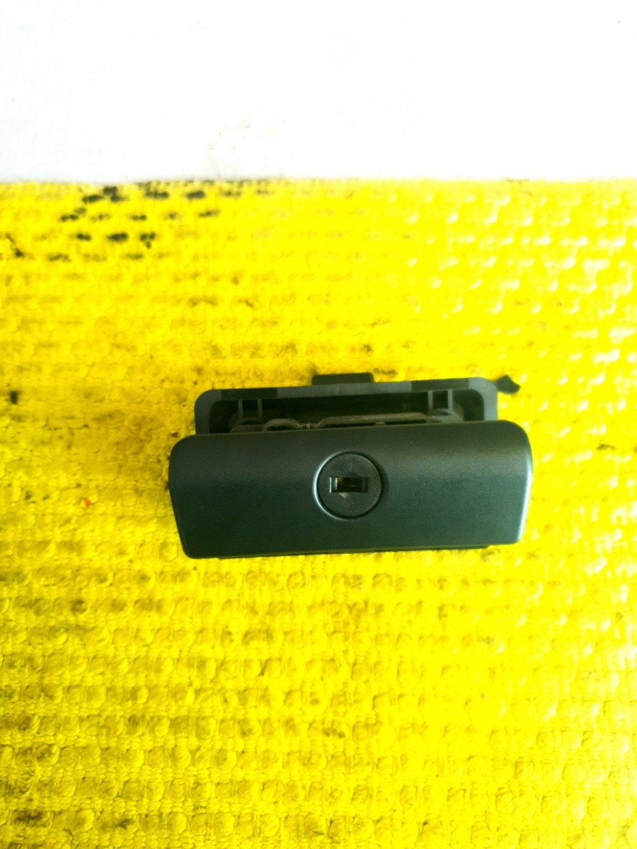 Ручка бардачка Bmw 5-Series E39 E39 M54B30 2001