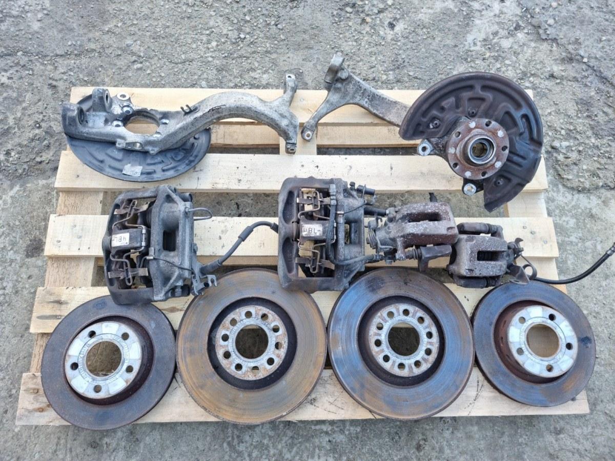 Комплект тормозов перед Volkswagen Passat B5+