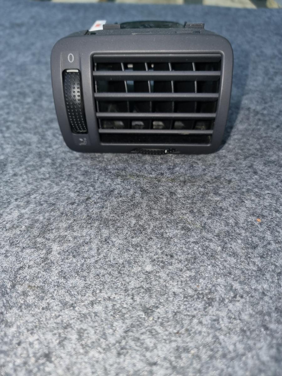 Центральный дефлектор Volkswagen Passat B5+