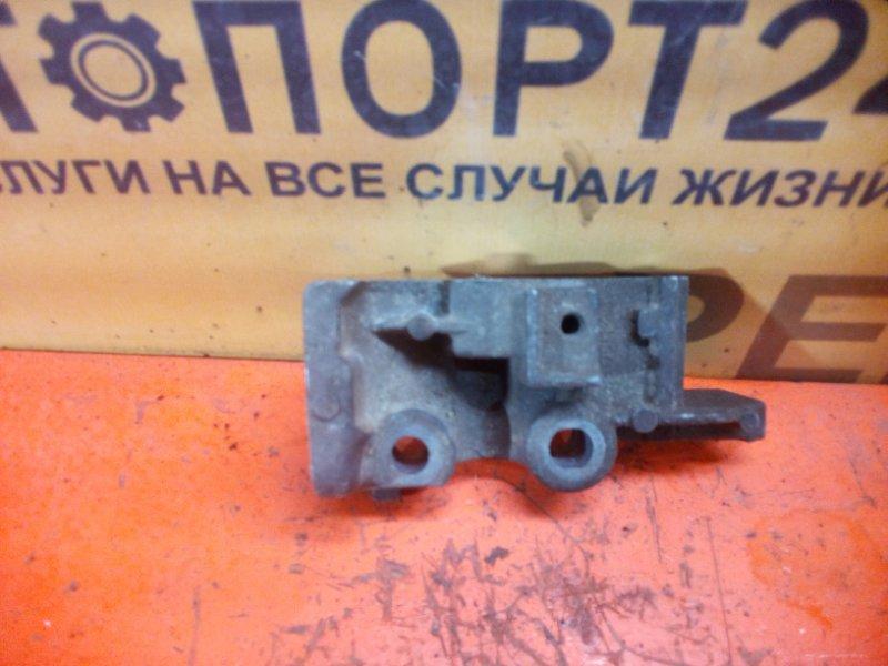 Кронштейн головки блока цилиндров Renault Logan 1 2005-2014 8200811498 Б/У
