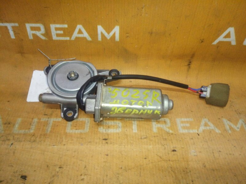 Мотор люка Nissan Caravan ARME24 TD27T 1996