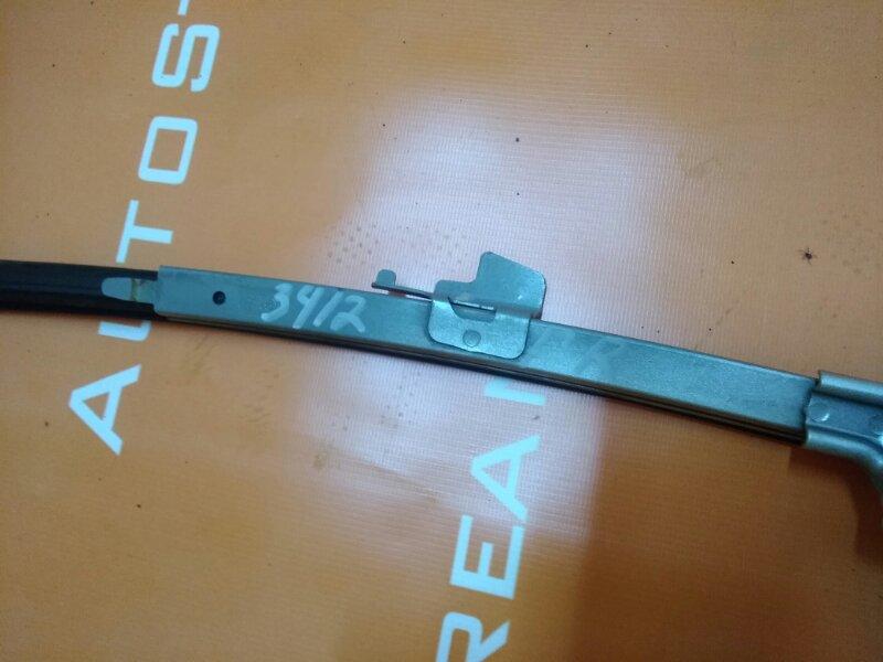 Молдинг стекла Toyota Gaia SXM10G 3SFE 2001 передний правый