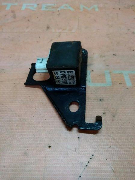 Датчик airbag Toyota Kluger ACU20W 1MZFE 2002 правый