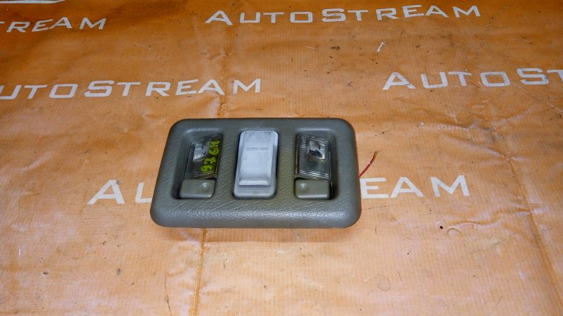 Плафон Isuzu Bighorn UBS25GW 4JG2 1996 верхний