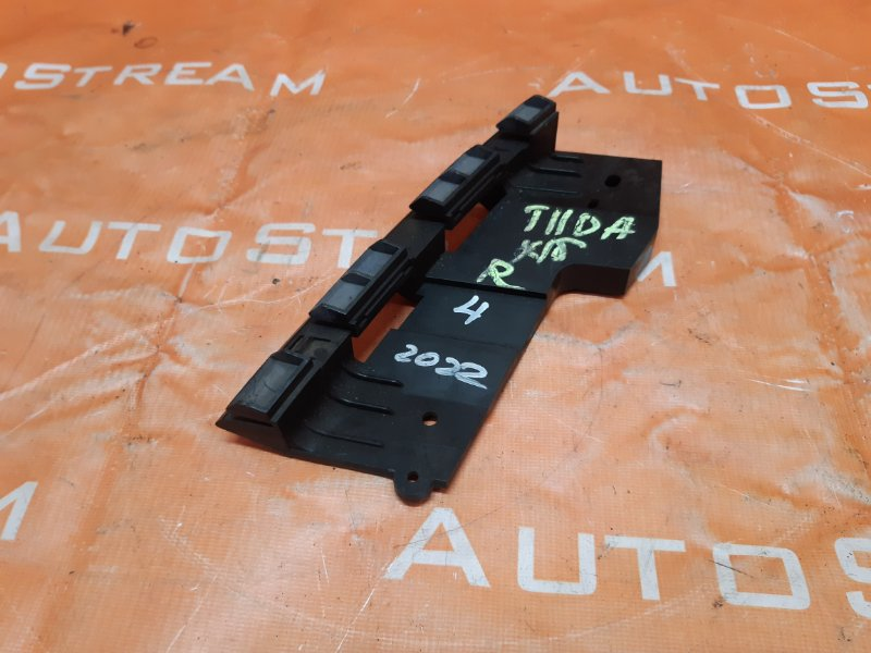 Крепление фары Nissan Tiida Latio SC11 HR15 2007 переднее правое
