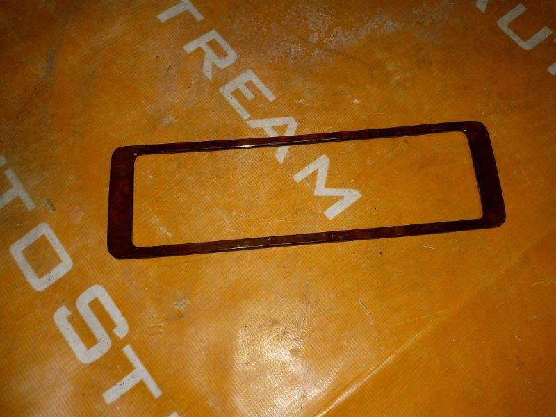 Консоль магнитофона Isuzu Bighorn UBS69GW 4JG2 1996