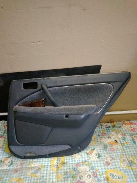 Обшивка двери Toyota Crown GS151 задняя правая
