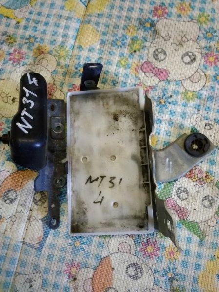 Подставка под аккумулятор Nissan X-Trail NT31 MR20DE 2007