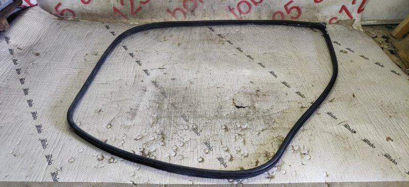 Уплотнительная резинка Ssangyong Rexton RJN D27DTP 2007 передняя левая