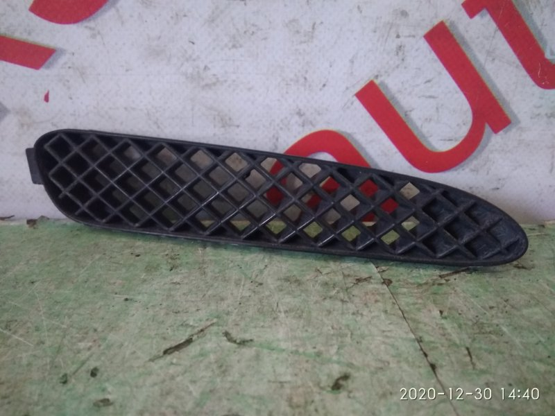 Заглушка бампера Toyota Verossa GX110 передняя правая