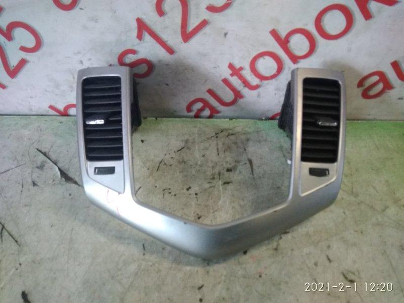 Консоль магнитофона Chevrolet Cruze J300 F18D4 2010