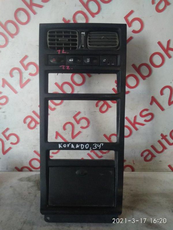 Консоль магнитофона Ssangyong Korando KJ 2003
