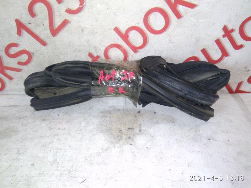 Уплотнительная резинка Ssangyong Actyon Sports 2007 задняя правая