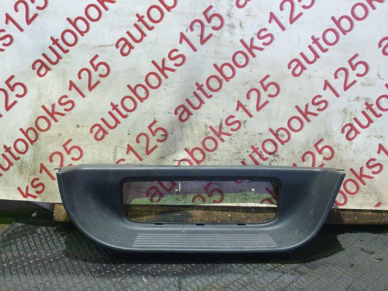 Накладка на порог Hyundai Grand Starex TQ D4CB 2009 задняя правая