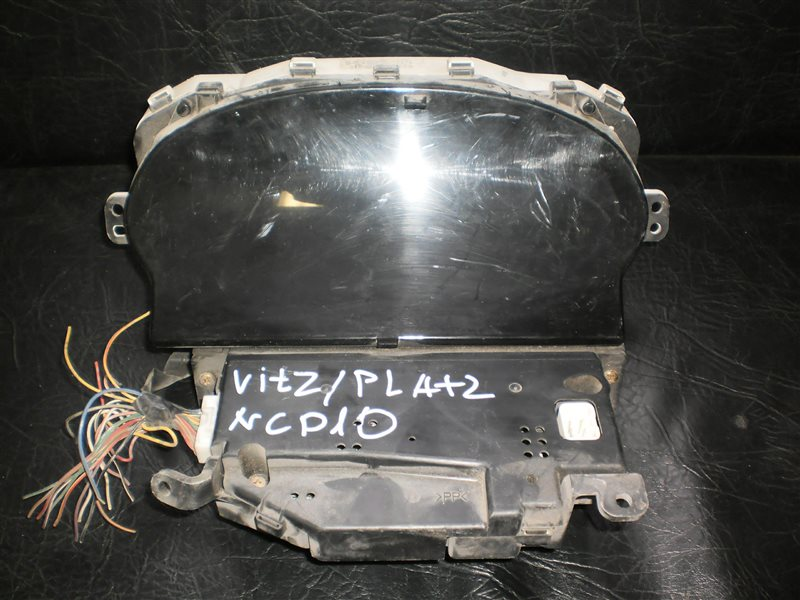 Панель приборов Toyota Vitz NCP10