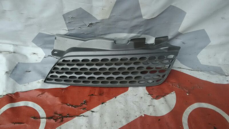 Решетка радиатора Nissan March AK12 CR12DE передняя левая