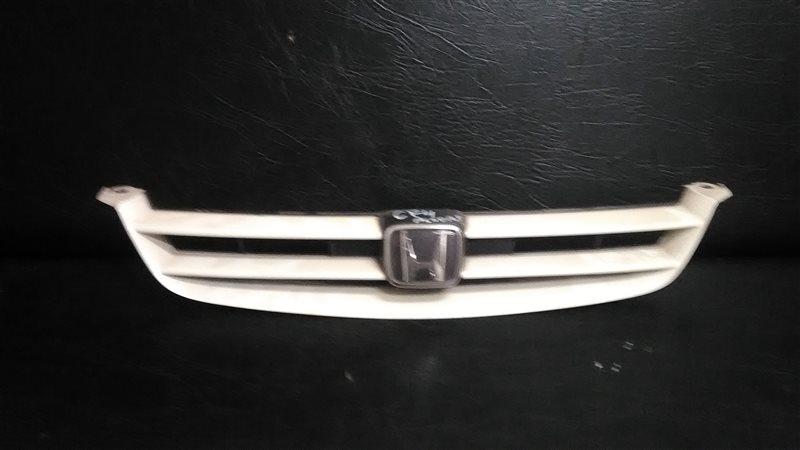Решетка радиатора Honda Accord CF4