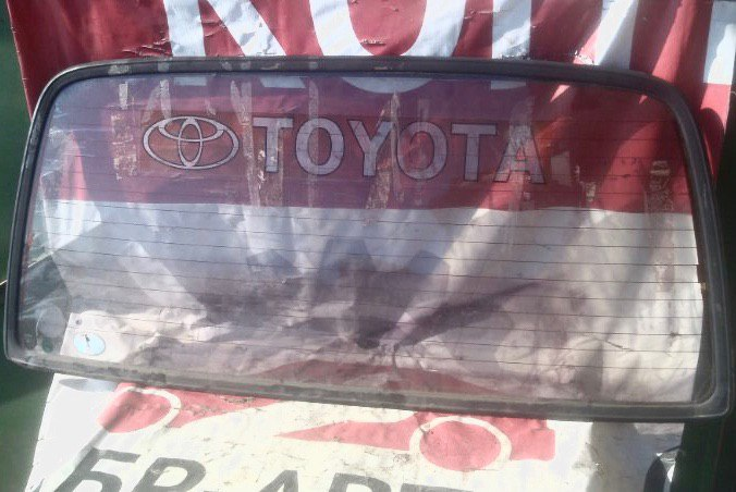 Стекло Toyota Hiace LH100 2LTE заднее
