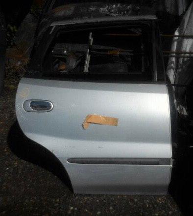 Дверь Nissan Tino V10 QG18 задняя правая
